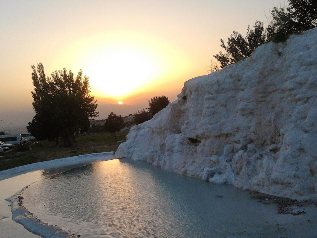 Pamukkale, one of Turkey's amazing places to visit during language learning in Izmir.