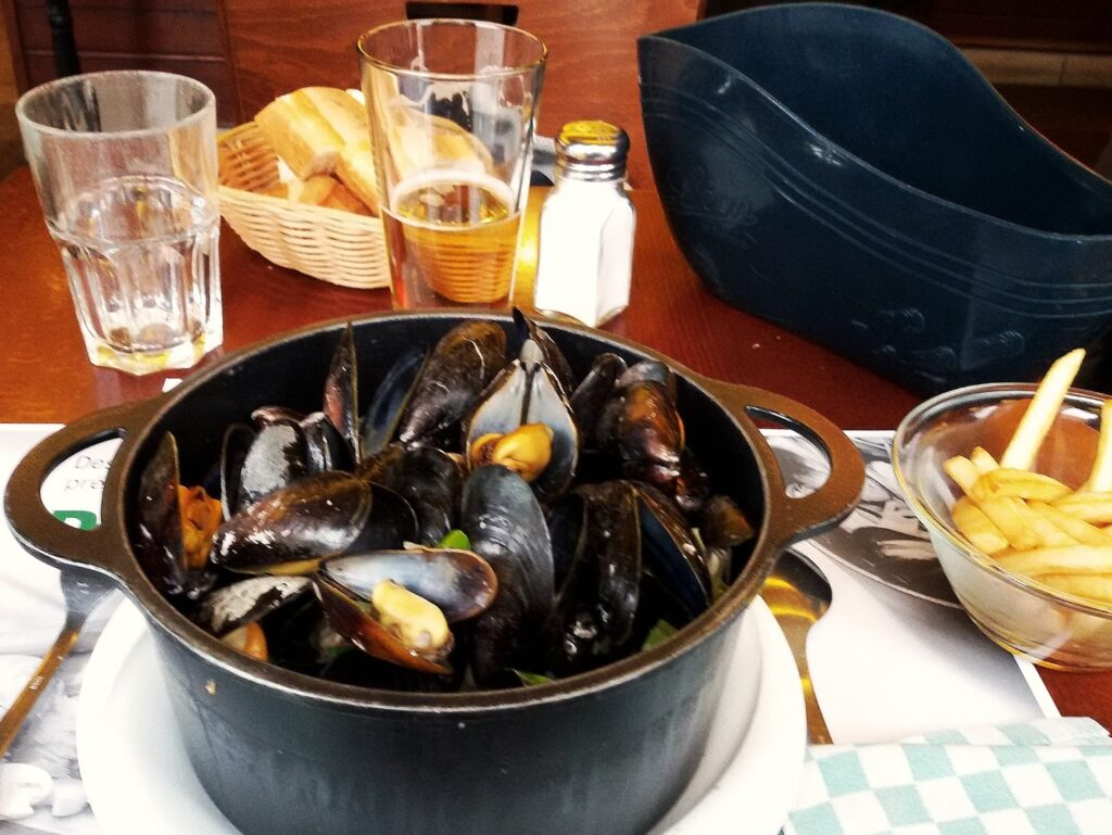 Mussels at Léon to be eaten during 24 hours in PARIS