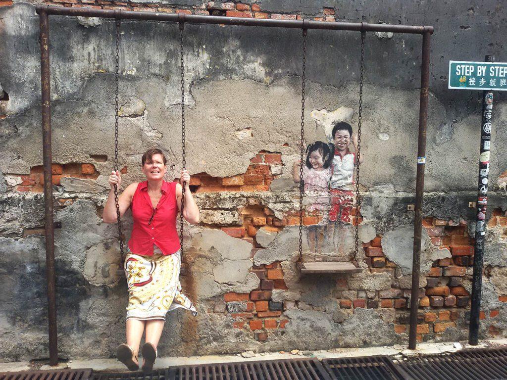 Renata Green in some streetart by Louis Gan