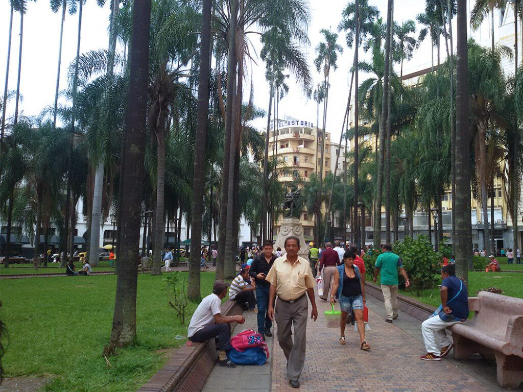 Plaza de Cayzedo. Between the important buildings is enough space for palm trees and benches.
