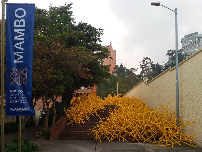 Already at the entrance of the Museo de Arte Moderno de Bogotá, the visitor is greeted by art: Installation by Medellín-born artist Ricardo Cárdenas.