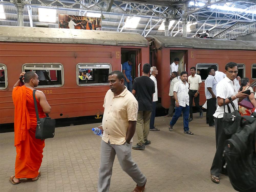 bye:myself - Renata Green - byemyselftravels: Colombo Fort Train Station Sri Lanka