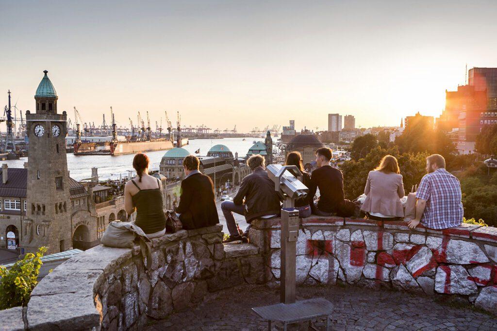 Young people overlooking the Landungsbrücken Hamburg
