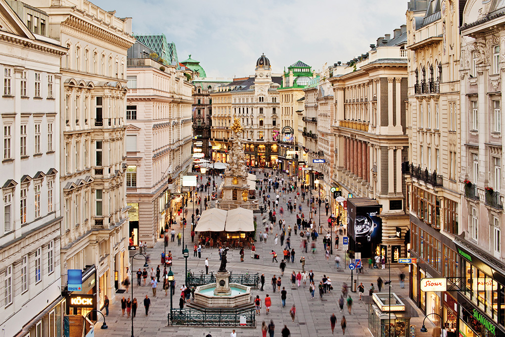 "Vienna's elegant promenade is called ""Graben"" - which means trench. Well, sometimes shopping can be war. (Photo: ©WienTourismus/Christian Stemper)"