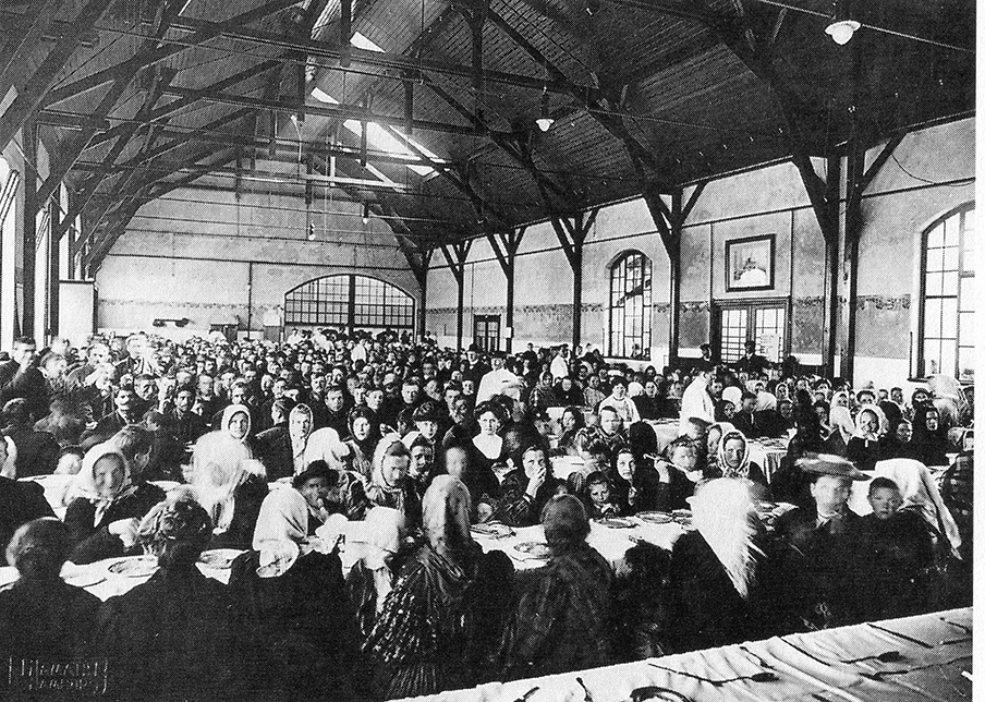Supper at the HAPAG emigration halls in 1909 with people who just came to America