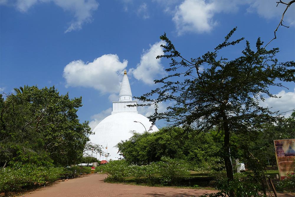 Ruwanwelisaya Dagaba in Anuradhapura Mihintale Sri Lanka