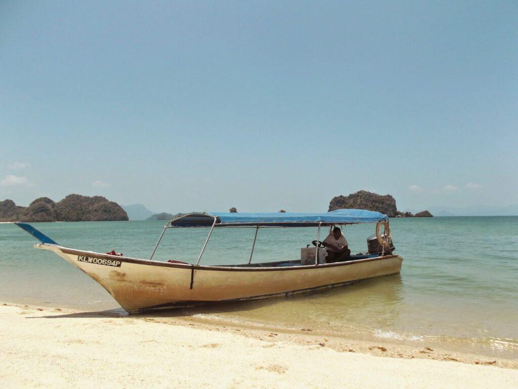 bye:myself - Renata Green - byemyselftravels: Guide to Pulau Langkawi - Pantai Cenang
