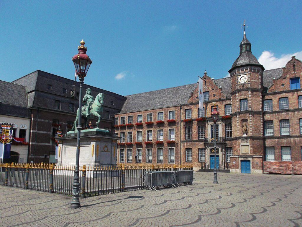 Statue in front of Düsseldorf's townhall.