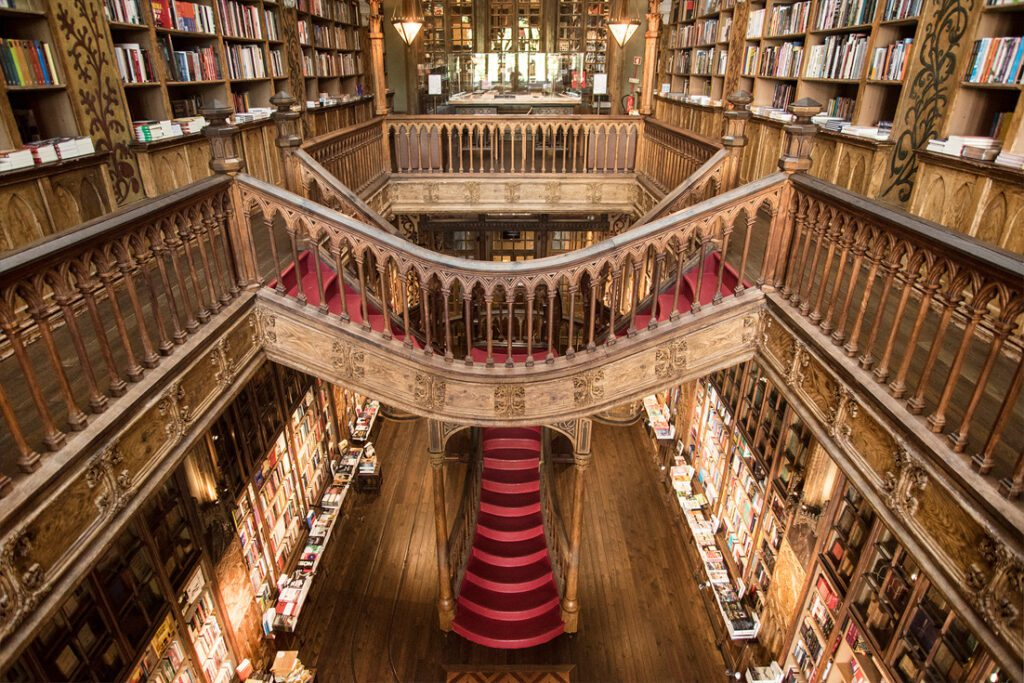 The Livraria Lellos and its magic staircase.