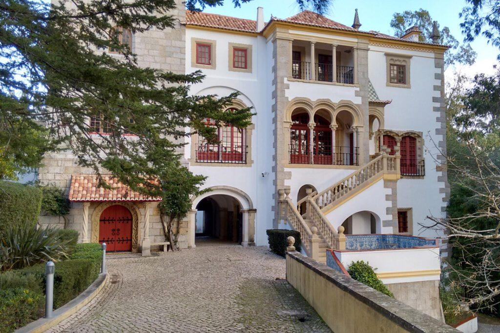 Casa Verdades da Feria housing the Museum of Portuguese Music.  (Photo: Roundtheworld, EstorilMusicMuseum2, cropped to 1102x735, CC BY-SA 4.0)
