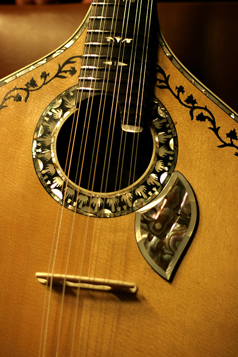 Guitar to play Portuguese Fado