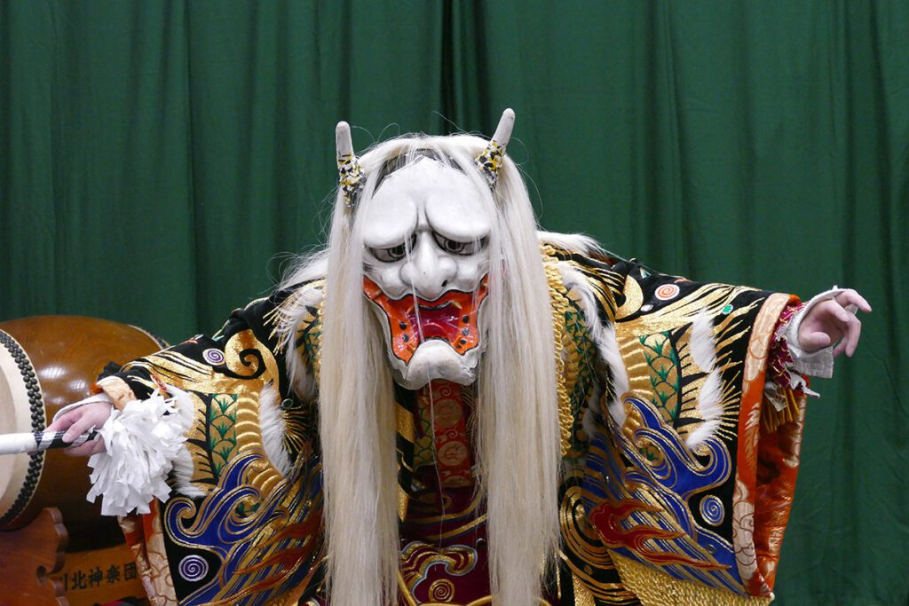 The Jinrin, the main character of the Kagura spectacle