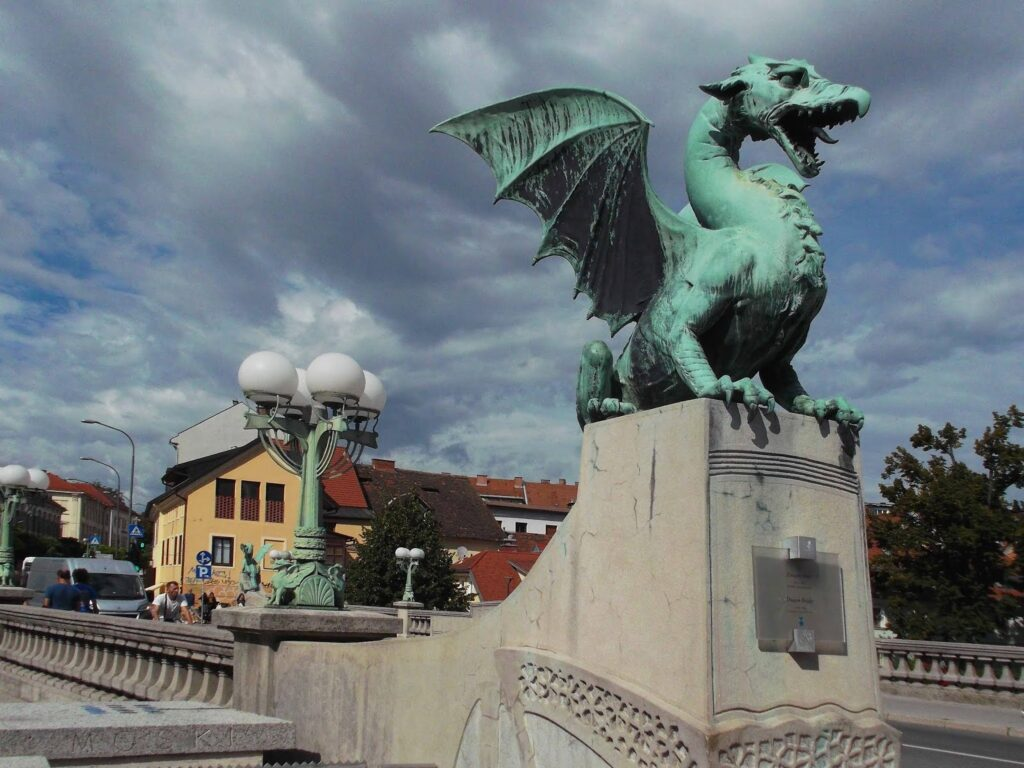 bye:myself - Renata Green - byemyselftravels: Ljubljana Dragon Bridge
