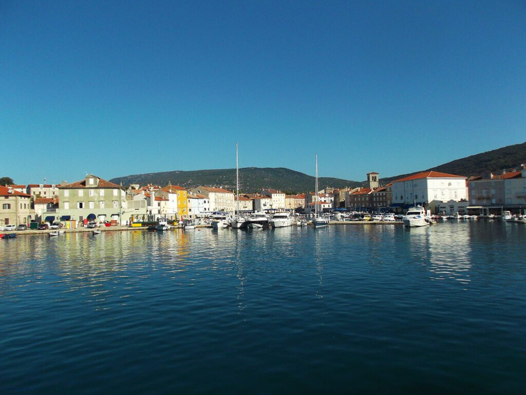 Complete Guide to the Island of CRES