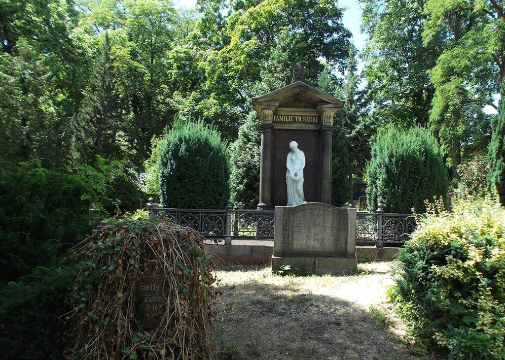 bye:myself - Renata Green - byemyselftravels: Berlin Wild East - Dorotheenstädtischer Friedhof