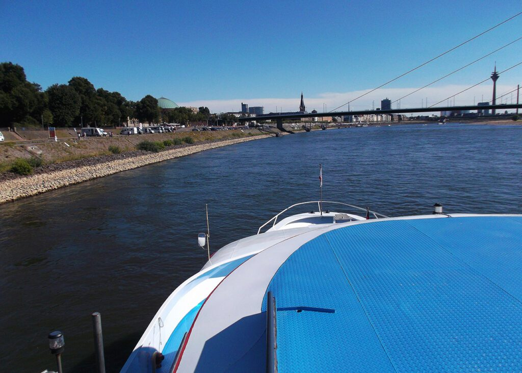 Going up the river Rhine on a tour through Düsseldorf guided by locals