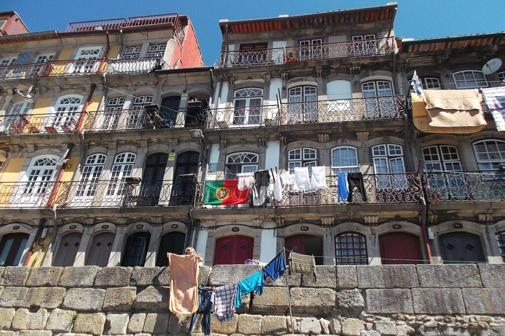 Houses in Porto, first stop in PORTUGAL - complete guide to a railroad-trip