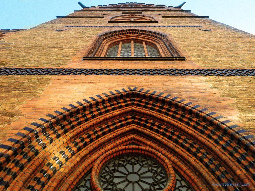 S:t Petri brick facade