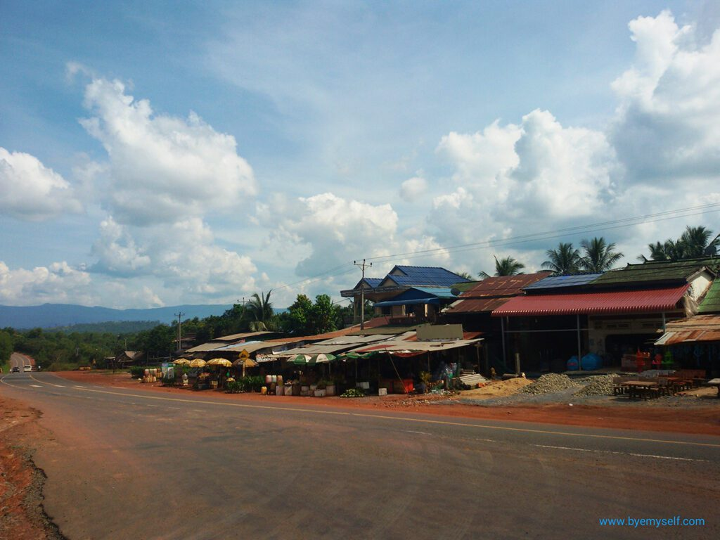 Cambodian Village on my way to SIHANOUKVILLE - Cambodia's most popular beach town