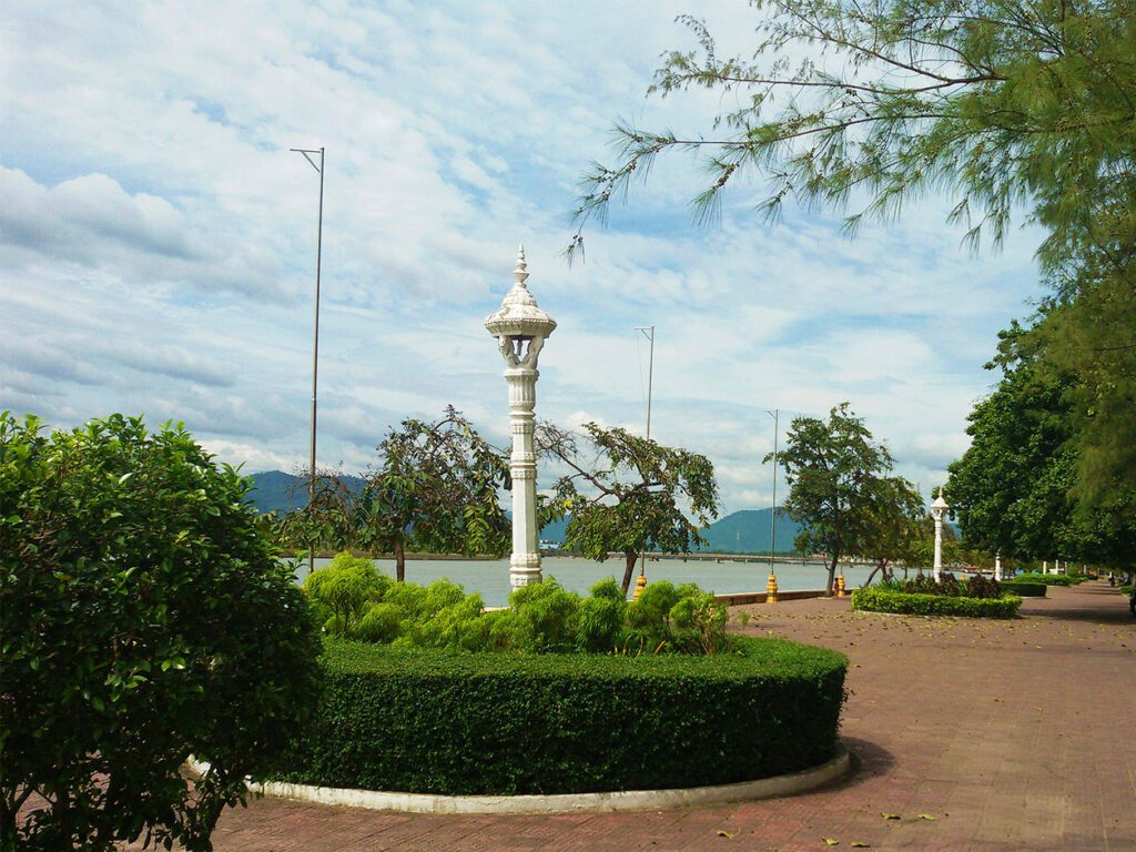 Promenade in KAMPOT from where to go to THANSUR BOKOR and back