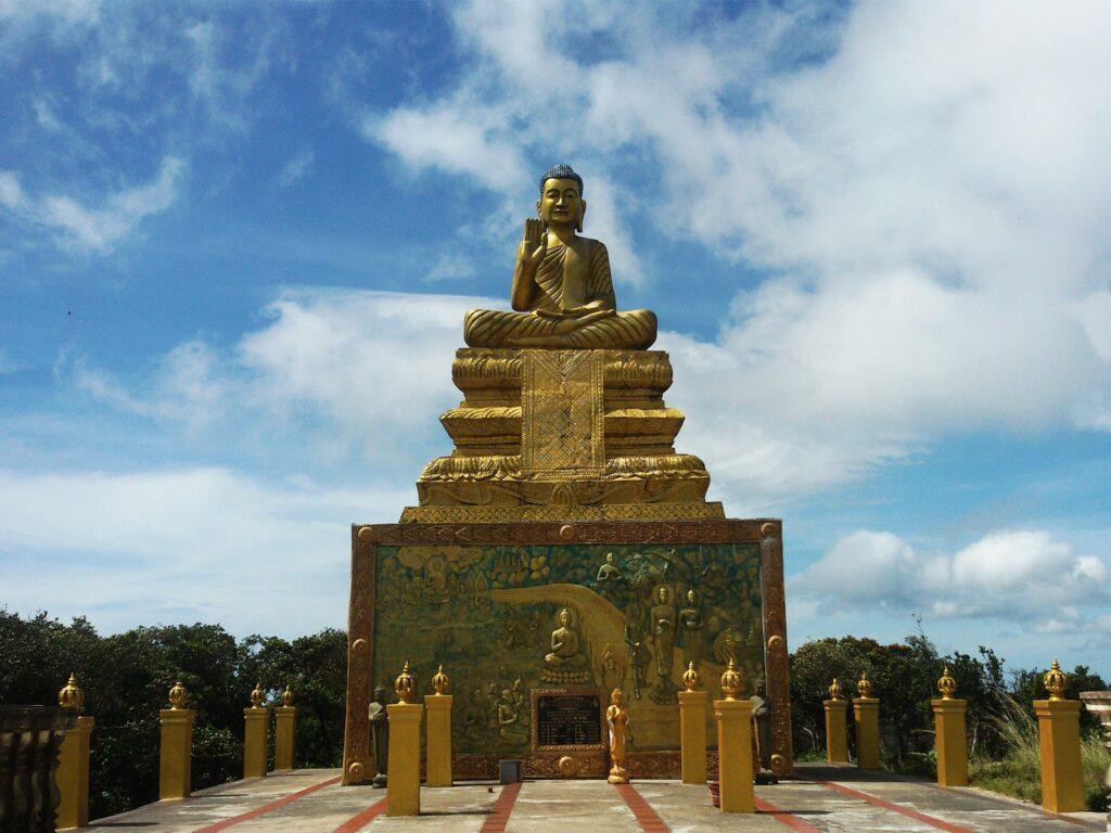 Wat Sampov Pram - golden Buddha