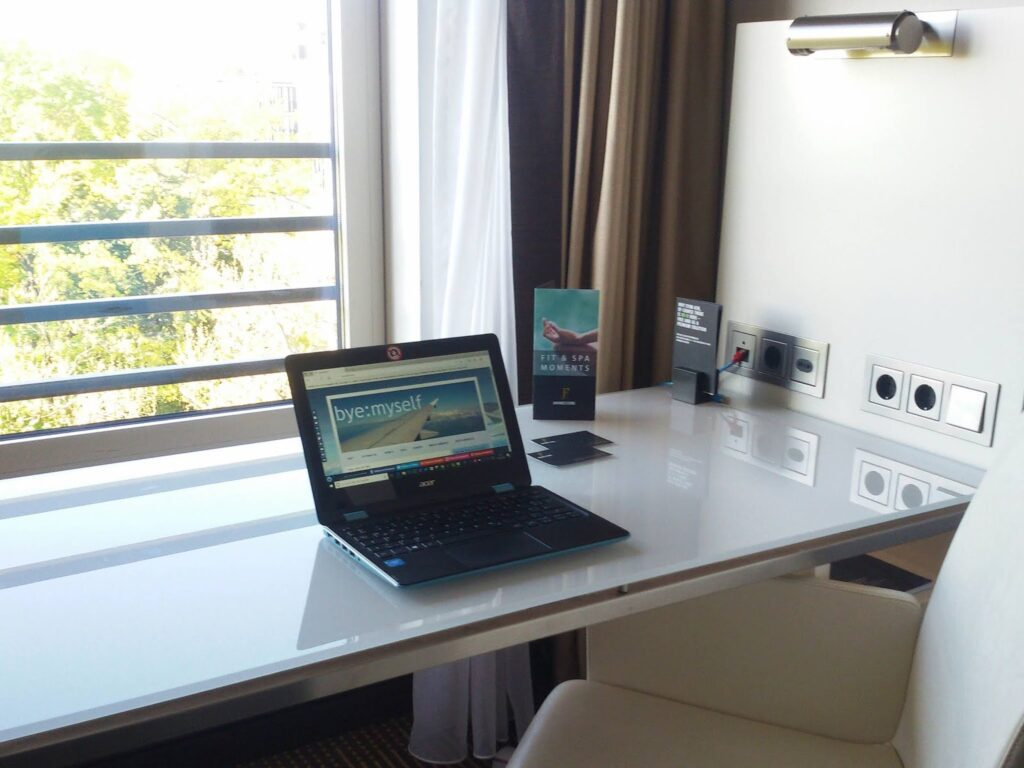 Desk at a room at the Berlin Hotel Pullman Schweizerhof - along the route of bus 100, introduced in my guide to Berlin