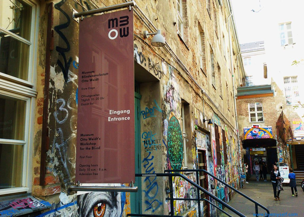 Otto Weidt Museum at the Hackesche Höfe in BERLIN - a Guide to the Wild Wild East