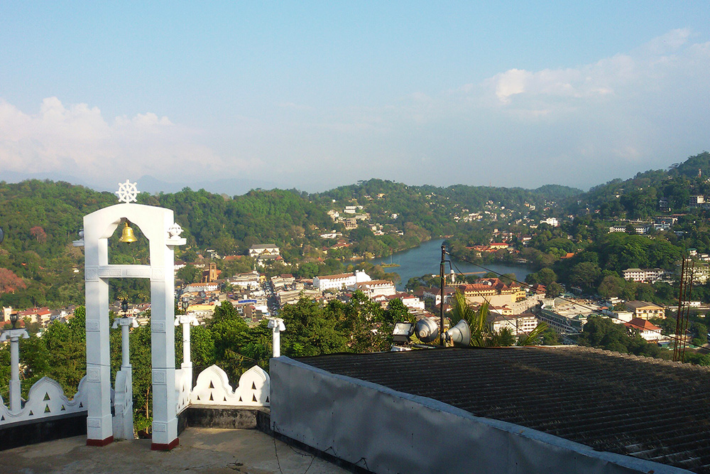 The temple's belfry - and a grand view of the Kandy Lake and the surrounding hilly sceneries.