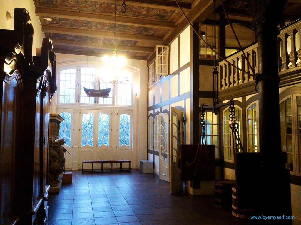 Replica of the entrance hall to a wealthy merchant's house at the Museum für Hamburgische Geschichte