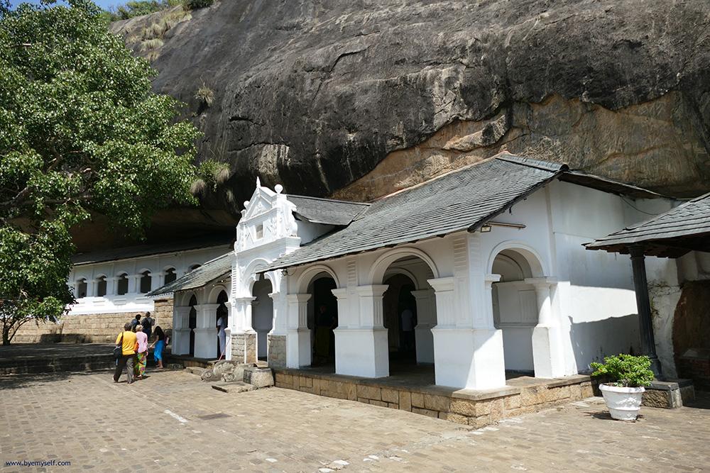 bye:myself - Renata Green - byemyselftravels: Sigiriya - Dambulla - Lionrock - Cave Temple - Sri Lanka - Asia