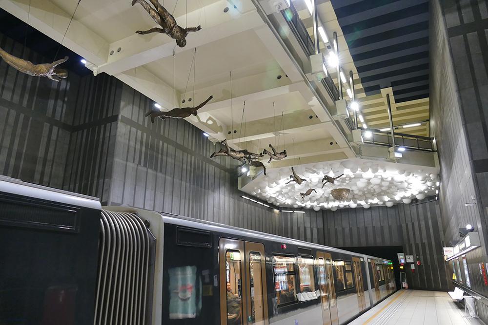 16 x Icarus Métro Station Brussels