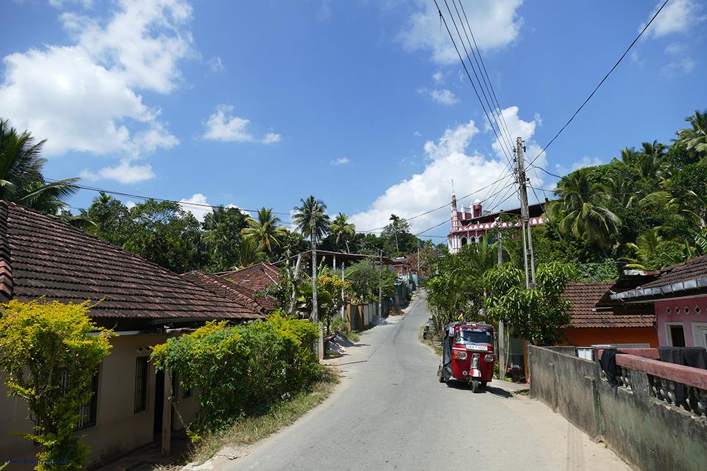 Temple Hike from Embekke to Pilimathalawa