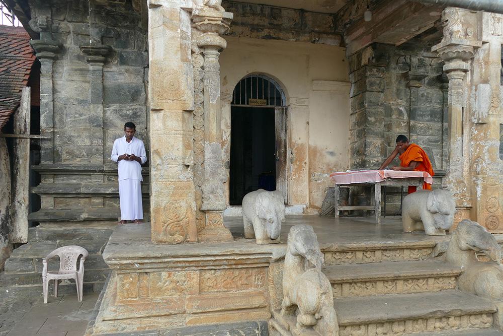 Gadaladeniya Vihara on the Temple Walk from Embekke