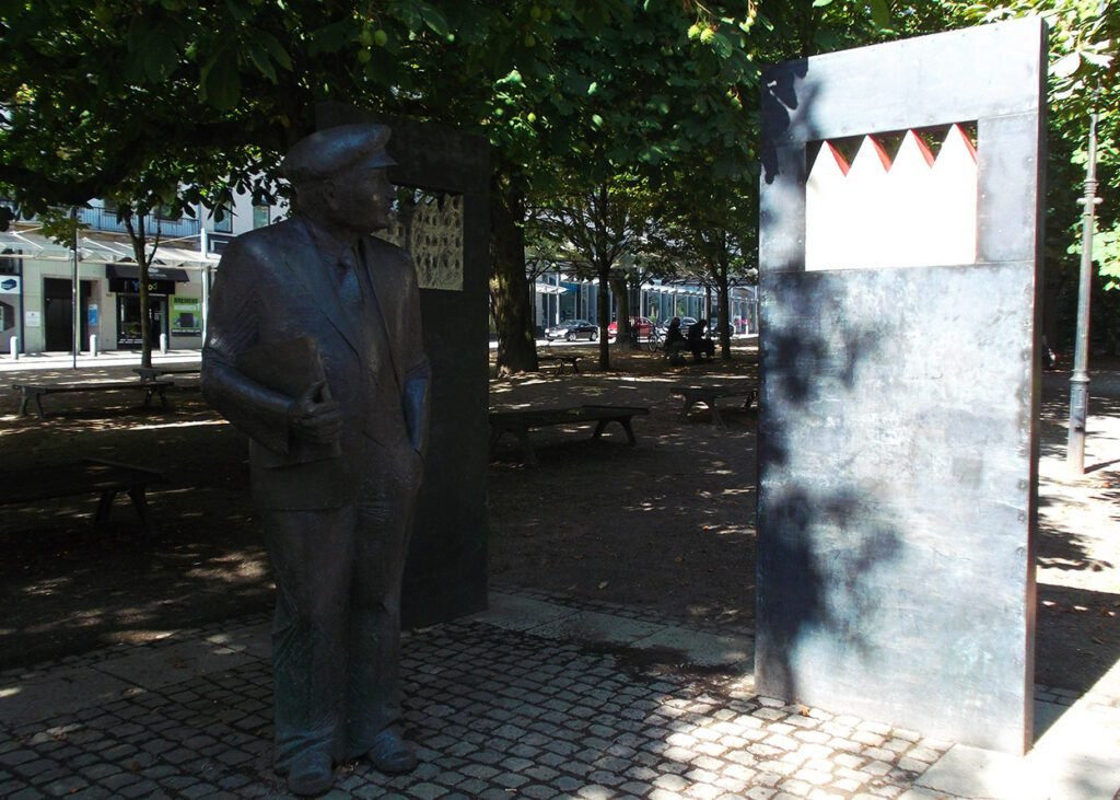 Statue of Wilhelm Kaisen, the father of Bremen's post-war housing projects.