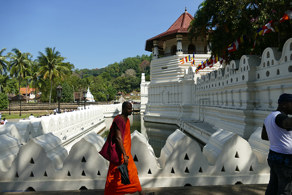 Sri Dalada Maligawa, the Temple of the Sacred Tooth Relic in Kandy before a Temple Hike from Embekke